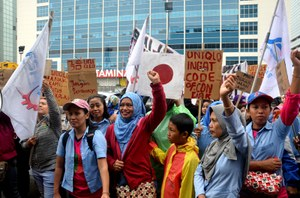 Pressure mounting for UNIQLO to pay Indonesian workers compensation
